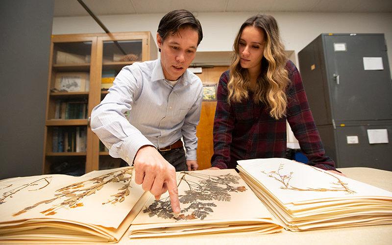 Professor Der works with Kassandra Rodriguez