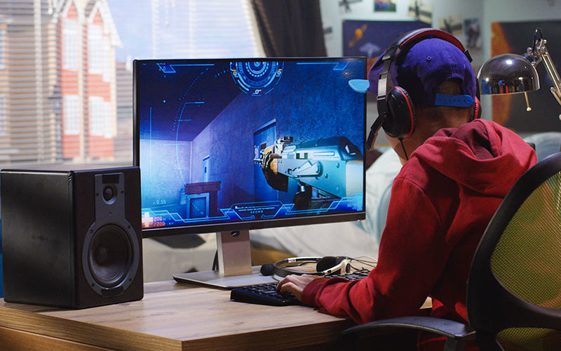 A young player engaing in violent video game.