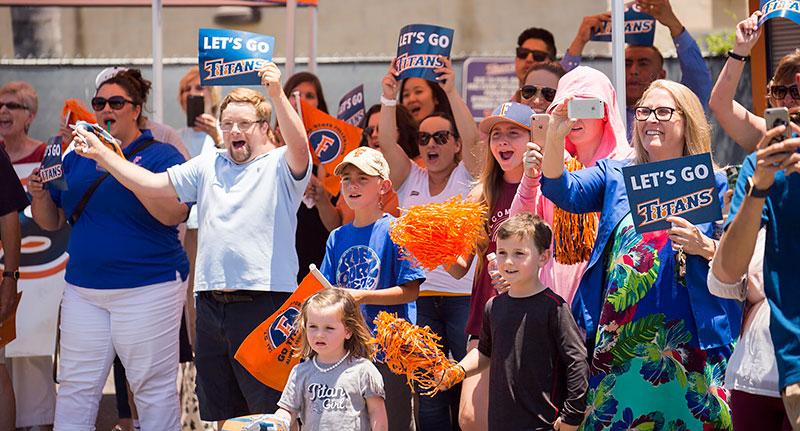 Titan fans cheer as the baseball team returns to campus.