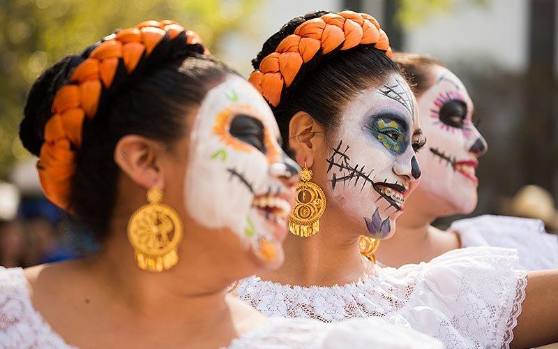 Ballet Folklorico de CSUF Dancers