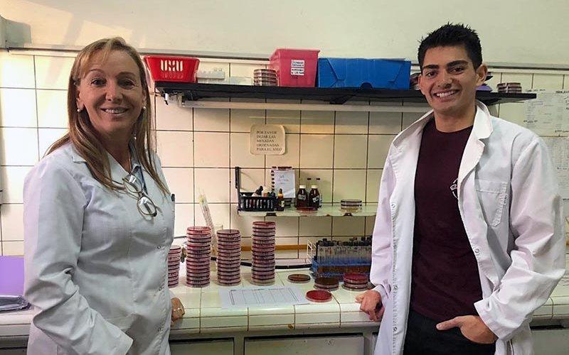 Roy Mendoza in lab