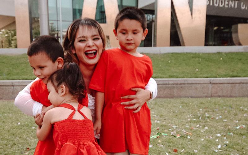 Alexis Figueroa with her children