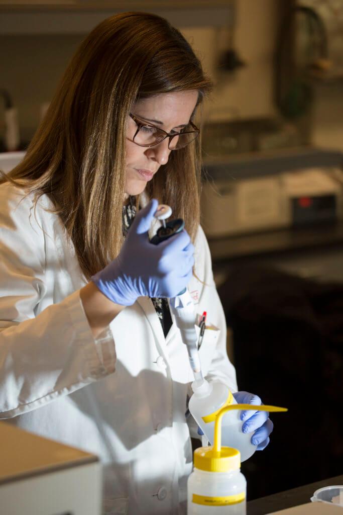 Veronica Jimeniz working in lab