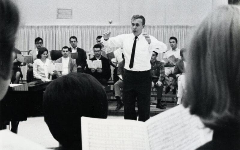 David Thorsen conducting music